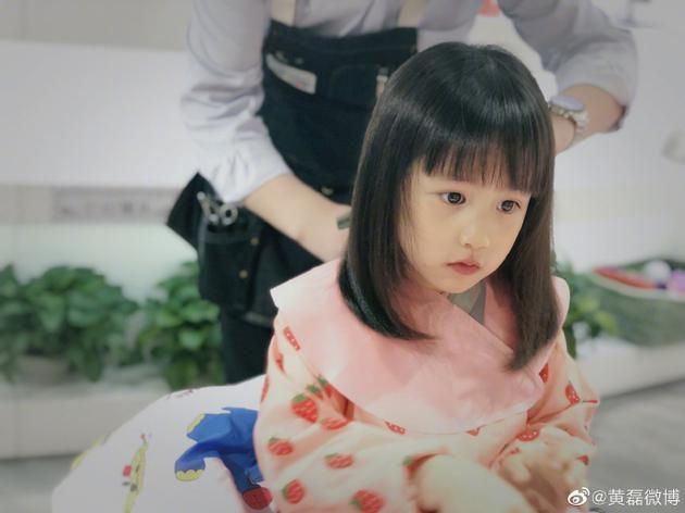 好可爱!黄磊晒多妹新发型 齐刘海显呆萌