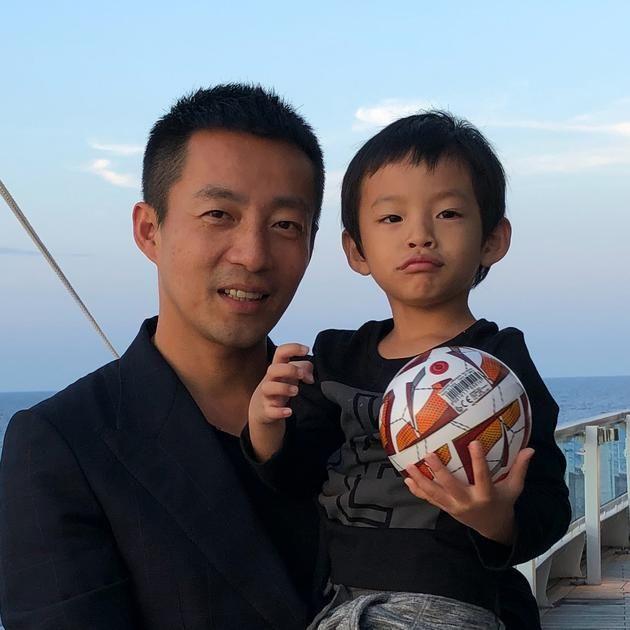 汪小菲罕见晒儿子汪希箖正面照 网友:弟弟好高呀!