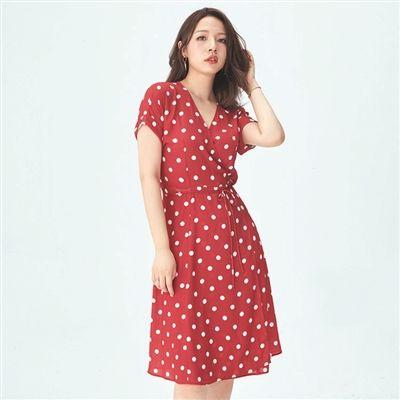 法式风情波点裙 不挑身材显瘦显腿长十分吸睛