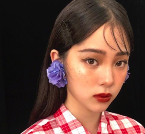 麻子草莓雀斑脸,欧阳娜娜祖儿等玩转雀斑脸!