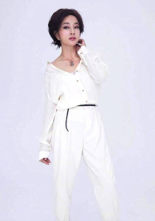 64岁刘晓庆近照曝光 路人镜头下的她如何?