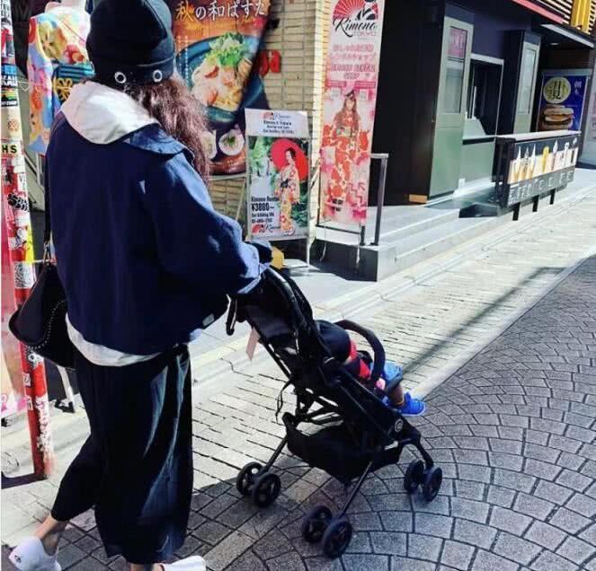 有爱!张柏芝携三胎宝宝旅游庆生 罕见晒小儿子近照