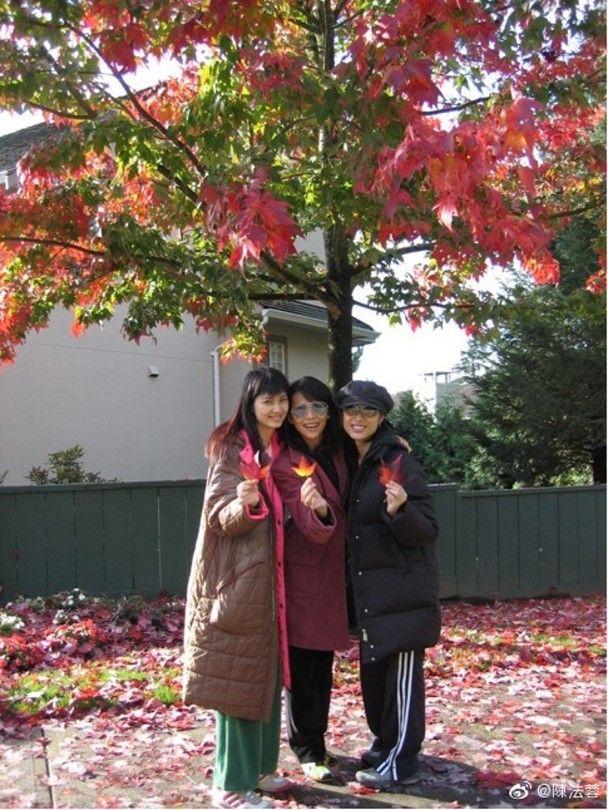 陳法蓉分享同洪欣、蔡少芬15年前去旅行的舊照送祝福。