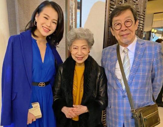 回忆杀!罗兰晒与TVB老戏骨合影 直呼见到前辈很开心