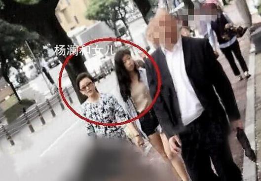 杨澜20岁女儿长相清秀 两条腿纤细瘦长很吸睛