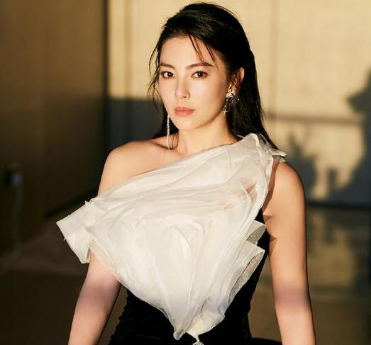 张雨绮跳《姐姐》主题曲舞蹈视频 自信发问:这次没顺拐吧