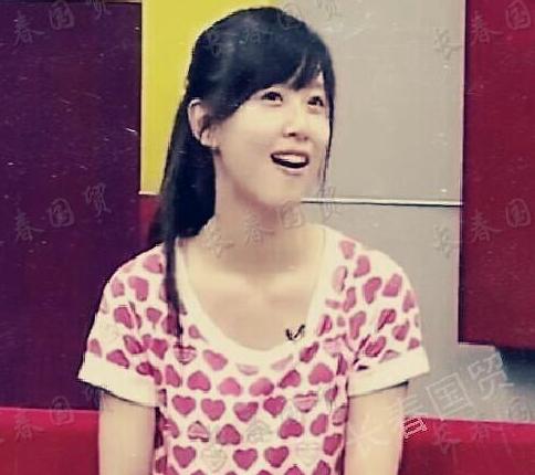 章泽天18岁时采访照曝光 清纯可爱笑容甜十分稚嫩