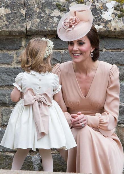看完凯特王妃婚礼着装的画面 你就知道她有多得体