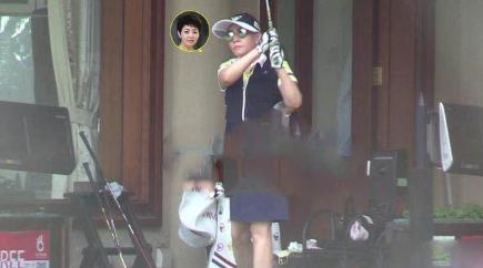 58岁宋丹丹打高尔夫动作流畅 与老公赵玉吉交流很有爱