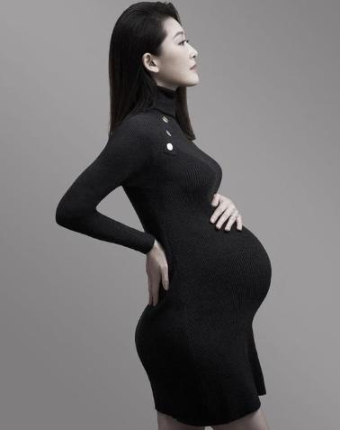 周丽淇首晒孕肚照 2018年与老公傅浤鸣秘密结婚
