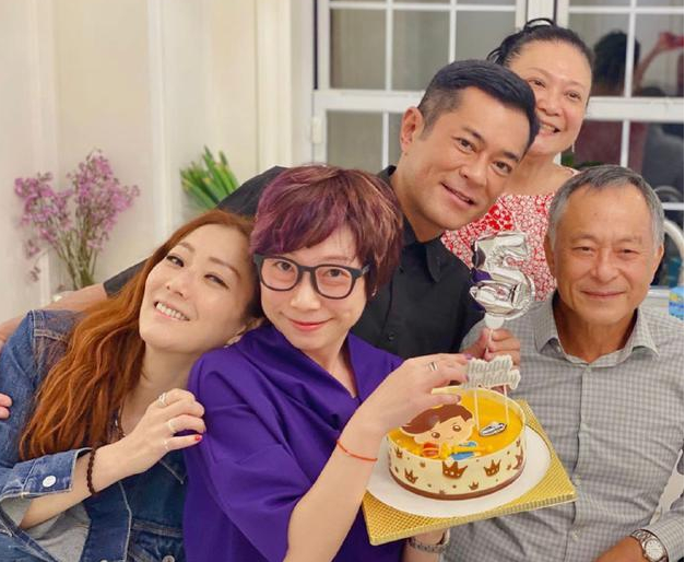 每年必聚!郑秀文杜琪峰夫妇为好友古天乐庆50岁生日