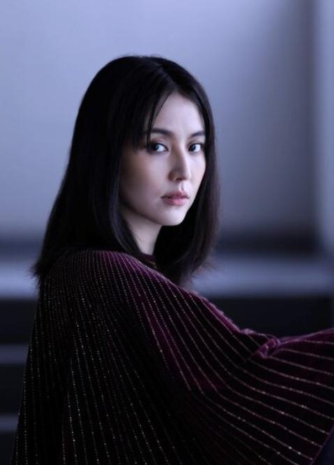 个人第十部写真集!长泽雅美发行20周纪念写真集