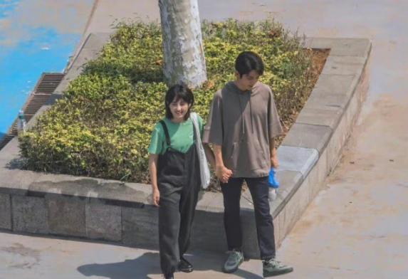 张子枫张新成新剧同框路透曝光 二人身高差萌萌哒